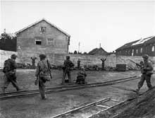 Dachau: 29 avril 1945: gardes du camp exécutés lors de la libération du camp par les troupes américaines
