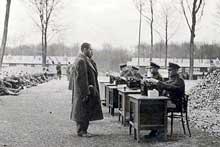 Dachau: enregistrement de prisonniers arrivant au camp en 1933