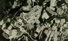 Mauthausen: vue aérienne du camp avec sa carrière