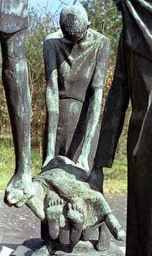 Ravensbrück: mémorial de Franz Cremer (1906-1993). Bronze