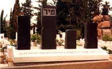 Mémorial des victimes de Mir, dans le cimetière de Nachalat-Itzchak près de Tel-Aviv