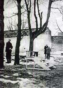 Olkusz, 6 mars 1942: 3 Juifs sont pendus publiquement pour avoir passé de la nourriture en contrebande dans le ghetto