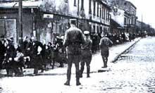 Pabianice: liquidation du ghetto, le 16 mai 1942. Les Juifs sont transférés dans le ghetto de Lodz