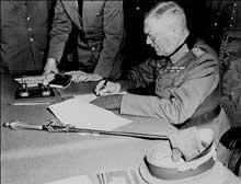 Berlin, 9 mai 1945 : le maréchal Keitel signe l'armistice