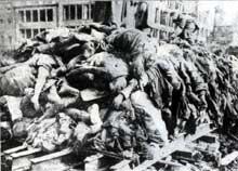 13 février 1945 : Dresde bombardée. Le plus effroyable massacre de la guerre. Sans doute le double de victimes qu'à Hiroshima