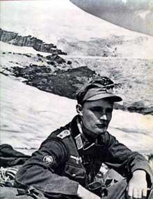 23 août 1943 : chasseur allemand au sommet du Caucase, le mont Elbrouz