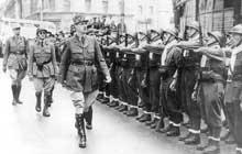 A Londres, déjà De Gaulle relève le défi… Passage des troupes en revue le 14 juillet 1940