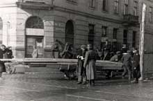 Point de contrôle allemand à l'une des entrées du ghetto de Varsovie