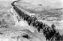 Colonne de prisonniers italiens en Libye
