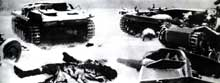 Chars et canons détruits, cadavres allemands sur la route de Moscou