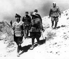 Rommel inspecte le front en Cyrénaïque