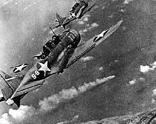 Bataille de Midway : avion américain attaquant le Mikuma