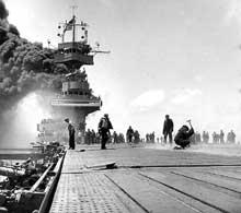 Bataille de Midway : le Yorktown est gravement touché ; mais les Japonais perdront 4 porte-avions