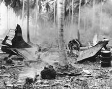 Guadalcanal : l'aérodrome de Henderson Field est régulièrement bombardé par les Japonais. Les GI.s vivent un véritable enfer dans l'île