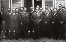 Le Conseil National de la Résistance à la libération. Au centre, George Bidault, le président qui a remplacé Jean Moulin