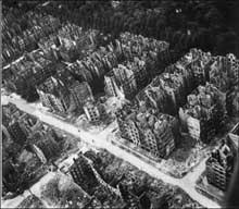 Un des quartiers résidentiels de Hambourg dévasté par les bombardements