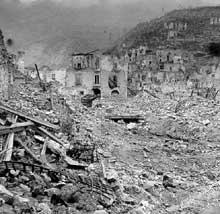 Les ruines du Mont Cassin après la bataille, le 17 mai