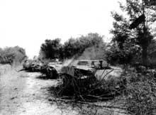 Basse Normandie : convoi de half-tracks allemands détruits entre Carrouges et Rânes