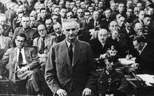 Karl Friedrich Goerdeler devant le « Tribunal du peuple ». Il sera pendu