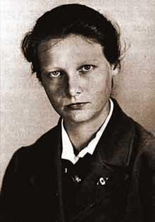 Herta Oberheuser. Elle pratiqua la «médecine nazie» à Ravensbrück… puis fut pédiatre après la guerre
