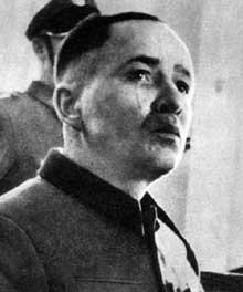 Rudolf Höss. Son nom est indissociablement lié à celui d'Auschwitz. Ici, lors de son procès