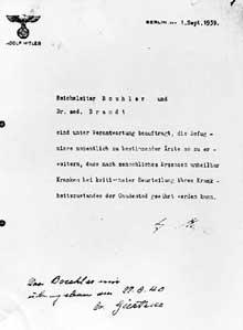Opération T4: dans une lettre adressée à Bouhler, l'ordre d'euthanasie signé Adolf <a class=