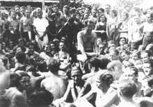 Benedikt Fantner (1893–1942) fait une lecture publique de ses poésies à Vienne. Ouvrier-poète socialiste, ancien des Brigades internationales, réfugié en France, il est interné à la déclaration de guerre puis livré à l'Allemagne nazie par le régime de Vichy. Interné à Dachau, il y perd la santé. Le 19 janvier 1942, dans le cadre de l'action 14f13, il est «sélectionné», transféré à Hartheim et gazé