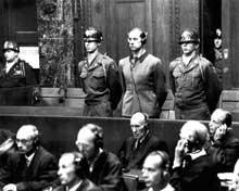 Karl Brandt lors de son procès à Nuremberg