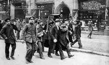 Défilé d'un groupe de Spartakistes à Berlin