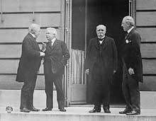 Le Conseil des Quatre à la conférence de paix de Paris : Lloyd George, Vittorio Orlando, Georges Clemenceau, et Woodrow Wilson