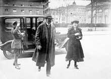 Gustav Noske, ministre de la Reichswehr, chef de la répression contre les soulèvements de Berlin, Brême, Munich… Il sera surnommé le « Chien sanguinaire »