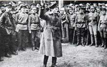 Léon Trotski galvanise les troupes de l'armée rouge