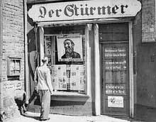 Le « Stürmer » de Streicher. Violemment antisémite