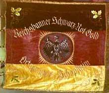 Le drapeau du « Reichsbanner Schwarz-Rot-Gold » pour la défense de la démocratie