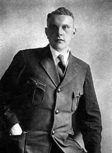 """Edmund Heines. Ame de la rébellion des Sa à Munich en 1927, réhabilité et 1929, il sera assassin lors de la """"Nuit des longs couteaux"""" en juin 1934"""