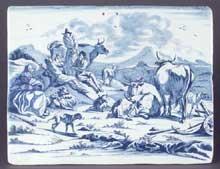 Plaque en faïence de Delft à décor en camaïeu bleu d'une scène paysanne avec vaches et personnages, chèvres, chien, dans le style de Nicolas Berchem. Deuxième partie du XVIIe siècle. 25,3 x 32,1 c