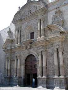 Arequipa: façade de l'église de la Compania