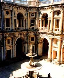 Tomar: le cloître de Joao III. Le premier architecte à avoir travaillé sur le bâtiment, à partir de 1557, est l