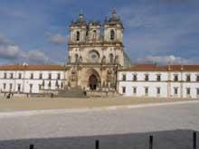 Alcobaça: façade baroque du monastère