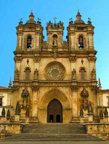 Alcobaça: façade de l'abbatiale
