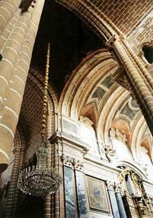 Evora, la cathédrale. Nef et croisée
