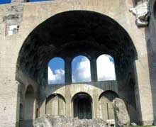 Rome: basilique de Maxence et Constantin. IVè siècle. Voûte «concrète» avec plafond à caissons